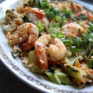 Ryż po tajsku z jajkiem i warzywami - kilka pysznych wersji