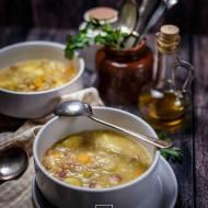 Włoska zupa jarzynowa z porem, fasolą i ziemniakami