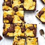 Brownie z mango sernikiem