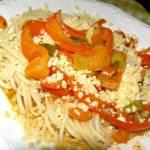 makaron spaghetti z gulaszem paprykowym bez mięsa...