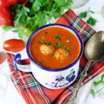 Zupa krem z papryki i pomidorów z klopsikami