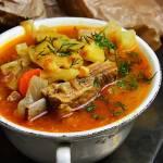 Zupa warzywna na żeberkach