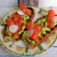 Bruschetta z pastą z awokado i chorizo