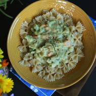 Dietetyczny makaron z brokułami w kremowym sosie