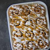 Dyniowe bułeczki cynamonowe (Pumpkin Cinnamon Rolls)