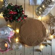 Tort cynamonowy z powidłami śliwkowymi