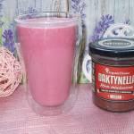 Różowy koktajl daktylowy