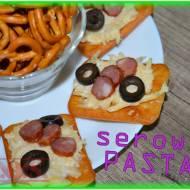 Krakersy z pastą serowo-czosnkową