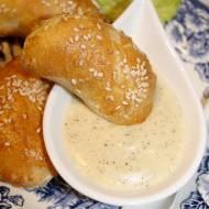 Serowy dip z bazylią – do pieczonych pierożków, do nachos, krakersów