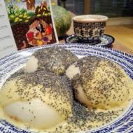 Austria - Germknödel (Pampuchy z powidłami i sosem waniliowym)