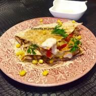 Quesadilla z kurczakiem, papryką i kukurydzą