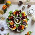 Świąteczna sałatka-wieniec z buraczkami, mandarynką i pestkami granatu