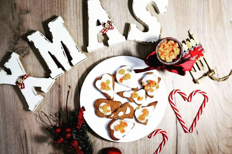 Świąteczne pierniczki ze słodkim dodatkiem