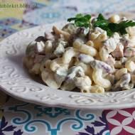 Sałatka makaronowa z marynowanymi grzybami