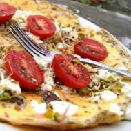 Omlet z fetą i pomidorami