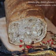 Świąteczny chleb z kawą i migdałami w grudniowej piekarni