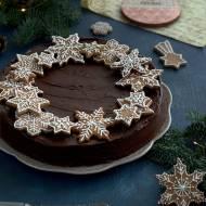 Sernik czekoladowo-cynamonowy z pierniczkami