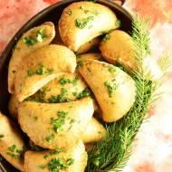 Pierogi pieczone z farszem z kapusty i grzybów