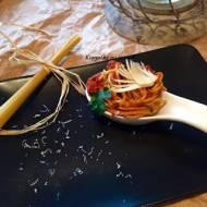 Spaghetti z aromatycznym sosem pomidorowym i parmezanem