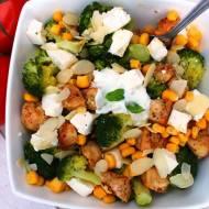 Brokułowa sałatka z sosem czosnkowym