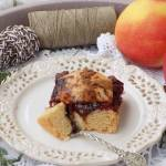 Kruche ciasto z powidłem, rodzynkami i jabłkiem.