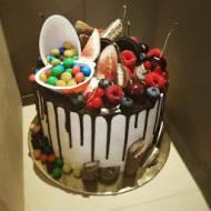 Tort Oreo drip cake