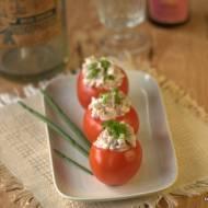 Pomidory nadziewane parówkami