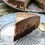 Tort brownie z czekoladowym musem, karmelizowanymi bananami i lustrzaną polewą