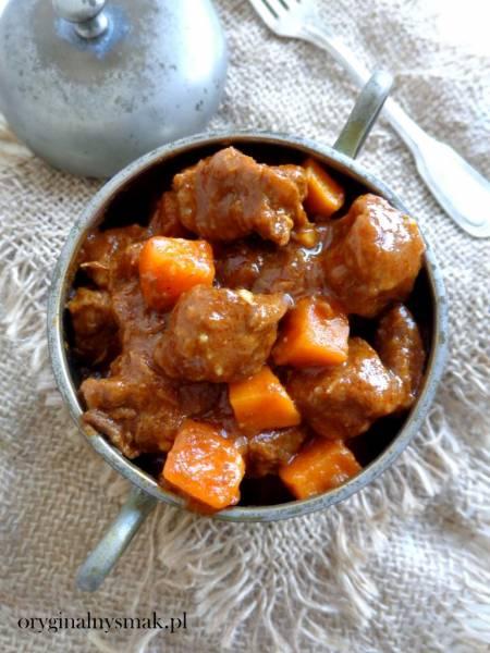 Orientalny gulasz wołowy z batatem