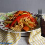 Makaron z białej fasoli z warzywami