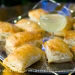 poduszeczki z ciasta francuskiego z serem pleśniowym i gruszką