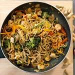 Poniedziałek: Krewetkowy stir fry z sosem z masła orzechowego
