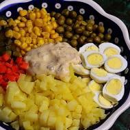 Sałatka warzywna z jajkami przepiórczymi