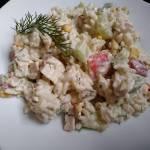 Sałatka z ryżem i surimi