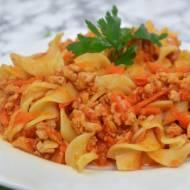 Makaron z mięsem mielonym i warzywami w sosie pomidorowym + film