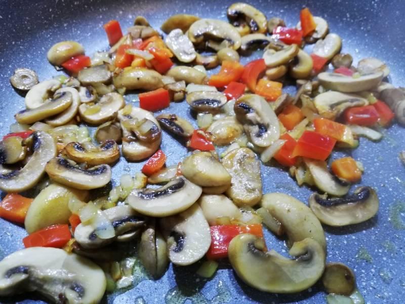 Karkówka w śmietanie z pieczarkami vel. potrawka z karkówki