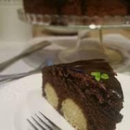 Ciasto czekoladowe z kulkami serowo- kokosowymi