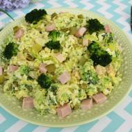 Sałatka brokułowa z szynką