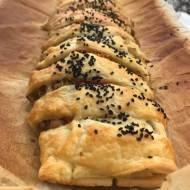 Ciasto francuskie zawijane z kiszoną kapustą na obiad
