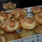 Babeczki francuskie z nadzieniem kokosowo migdałowym oraz sezamem