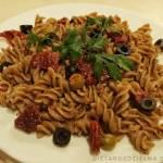 Makaron z oliwkami i suszonymi pomidorami i Pasta Party