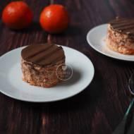 Marchewkowy serniczek z czekoladowym jogurtem