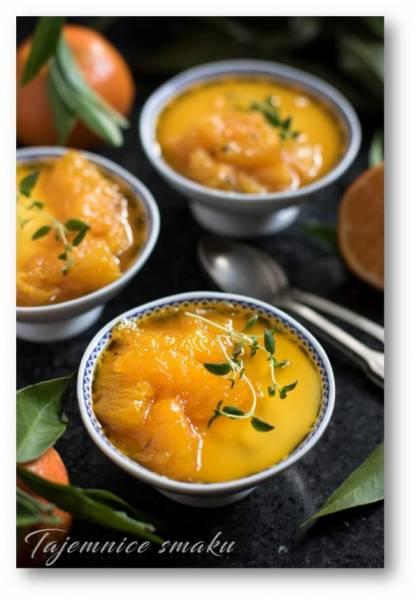 Delikatna pianka z jogurtu i mandarynek z dodatkiem flambirowanych  pomarańczy  i  tymianku