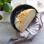 Chleb pszenny na zakwasie ze śmietanką kremówką