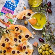 Foccacia z czosnkiem i oliwkami / Focaccia with garlic and olives