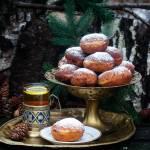 Domowe tradycyjne pączki