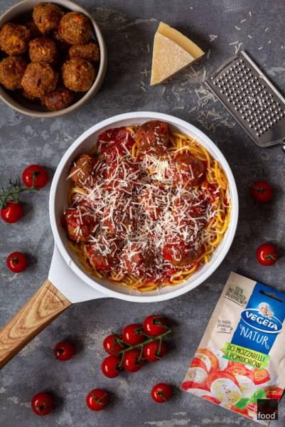 Spaghetti z warzywnymi klopsikami