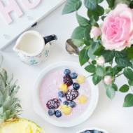 Lekkie śniadanie - jogurt z owocami