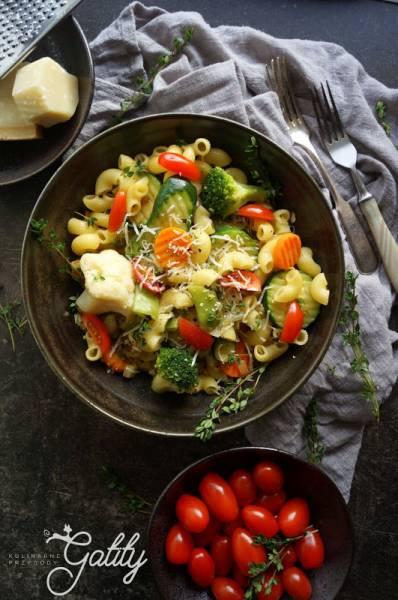 Szybki obiad - smażone warzywa z makaronem