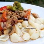 Potrawka z królika z pieczarkami i brokułem